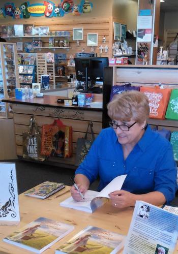 Book Signing Linda